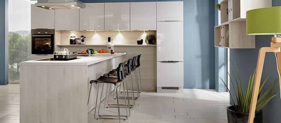 Küchen mit insellösung  Einbauküche mit attraktiver Insellösung | Haus der Küchen