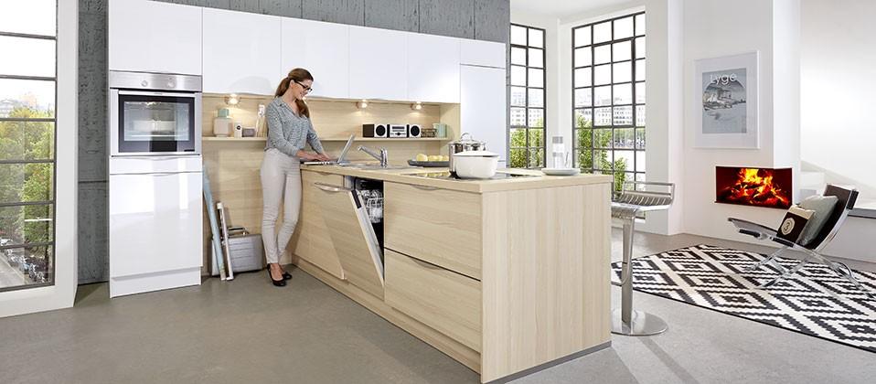 puristische einbauk che mit attraktiver insel l sung und. Black Bedroom Furniture Sets. Home Design Ideas