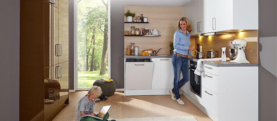 familienk che mit berzeugendem farbkonzept haus der k chen. Black Bedroom Furniture Sets. Home Design Ideas