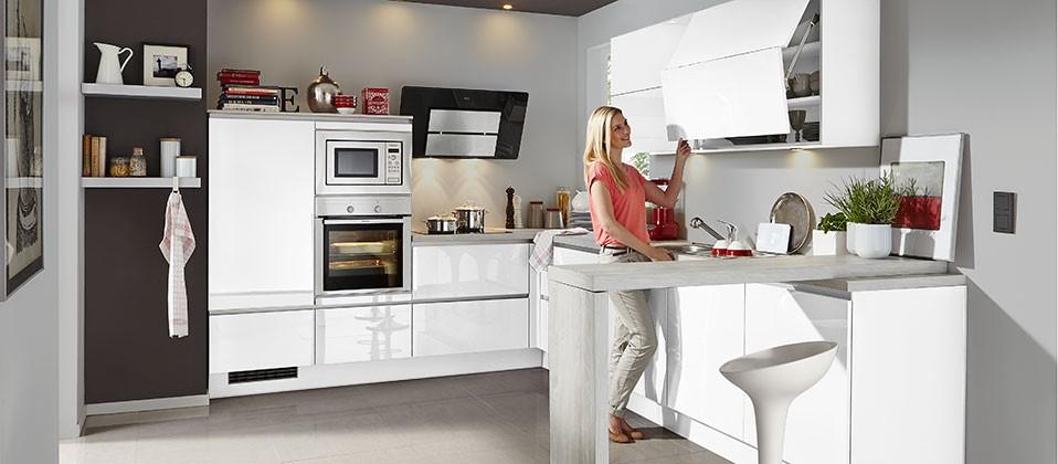 Trendstarke Einbauküche mit griffloser Lackfront | Haus der Küchen